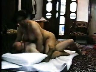 زوجة مفلس عربية تحصل على الجنس محلية الصنع الساخن مع غريب