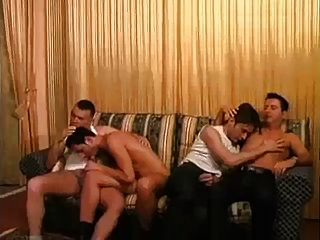 عشاق مثلي الجنس قرنية اللعنة الصعب على الأريكة