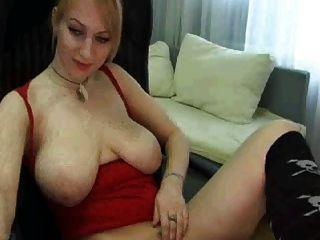 كاميرا الفتاة مع الثدي الطبيعية الكبيرة