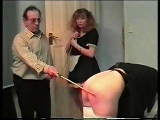 الضرب بالعصا خادمة 3