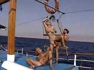 اليكسا شيفر في قارب 3some ساخنة