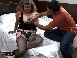 الجدة agedlove مع كبير الثدي خبطت