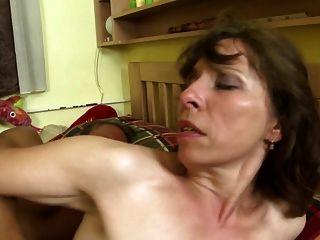 حقيقي الامهات ناضجة مارس الجنس من الصعب من خلال عدم أبنائهم