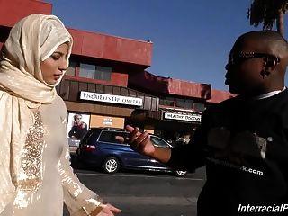 العربية فتاة وقحة مص واللعنة الديك ضخمة سوداء