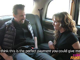 femalefaketaxi الديك الدهون تمتد كس في المملكة المتحدة سيارة أجرة