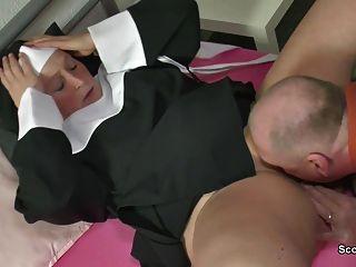 الألمانية راهبة الجدة الحصول مارس الجنس مع أبي ليس في sextape