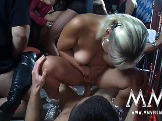 MMV حزب مقلاع أفلام الهواة في حانة