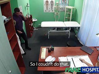 ممرضة fakehospital تمتص ديك لعينة الحيوانات المنوية