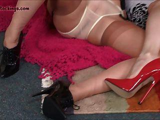 الفتيات الجبهة القذرة يستمني وانتشرت أرجلهم لك