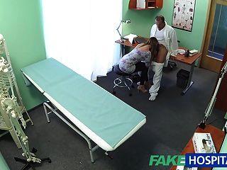 ربة منزل مثير fakehospital غش في بعل مع طبيبها