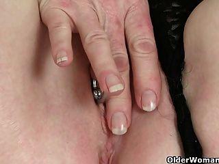 الجدات البريطانية كما هو معروف عن الدافع الجنسي مرتفعة على