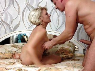 رجل يمارس الجنس مع امرأة ناضجة الروسية مشعر