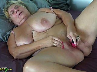 مارس الجنس في سن المراهقة oldnanny أمي مفلس القديمة مع قضيب جلدي