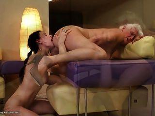 الجدات يمارس الجنس مع الفتيات مثليه الشباب