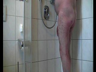 حار وقت الاستحمام بابا