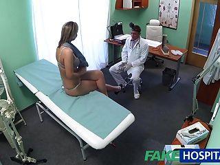 fakehospital شقراء مذهلة يريد الأطباء الديك في بلدها