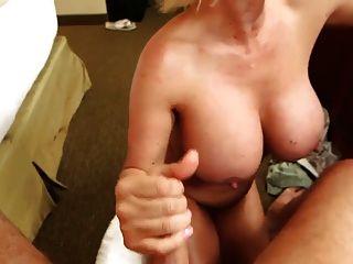 titty سخيف مع كبير الثدي ناضجة