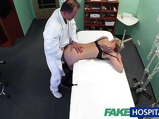 fakehospital شقراء الوشم فاتنة مارس الجنس من الصعب من قبل طبيبها