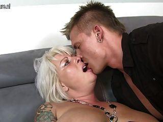 زوجة جميلة وأمي يمارس الجنس مع صبي