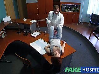 حمر الشعر صغير fakehospital المهارات الجنسية يجعل الطبيب نائب الرئيس