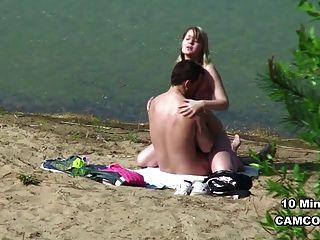 الشباب الألمانية المتلصص الزوجان في سن المراهقة ممارسة الجنس على الشاطئ هامبورغ