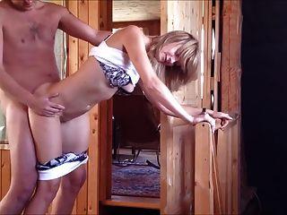 رجل يمارس الجنس مع جبهة مورو الروسية والوجه