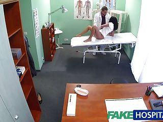 fakehospital أمي الساخنة الشعر الأسود غش في بعل