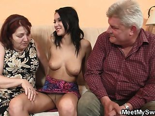 زوجين قديمة جدا في سن المراهقة اللعنة