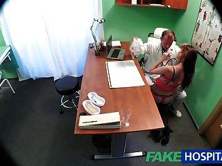 طبيب fakehospital تشفي المريض مثير مع الديك الثقيلة