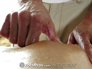 pornpros HD امرأة سمراء مثير الثقوب أدريانا chechik مارس الجنس