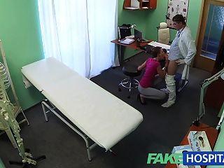 fakehospital هوتي الشعر القصير لا يوجد لديه التأمين
