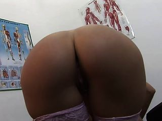 المريض مثير يحصل لها titties كبيرة مغطاة لها الأطباء السائل المنوي