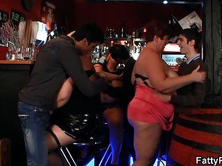 ضخمة الثدي BBW المتعة في شريط