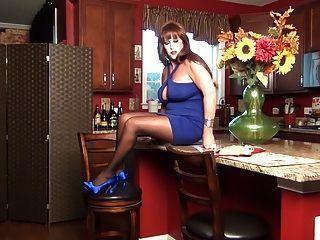 سامانثا الساقين هي مضيفة الخاص بك