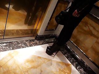 جولي skyhigh في جنسي ساخن يغطي الرجل قاعة فندق أعقاب المشي