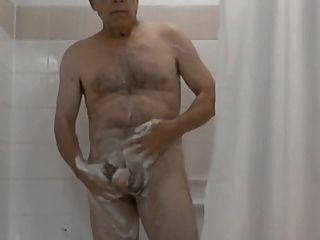 وقت الاستحمام (مزيج كبار السن من الرجال)