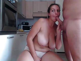 تحصل مارس الجنس السمين فتاة في المطبخ