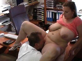 تحصل مارس الجنس مثير BBW الألمانية في مقابلة العمل