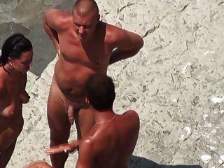 شاطئ عراة فهيم ناضجة الثلاثي على الشاطئ