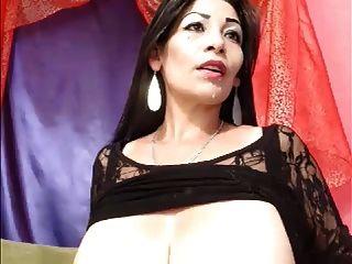 الثدي حليبي كبيرة على كاميرا ويب