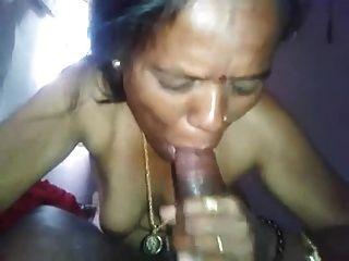 عمتي الهندي ديسي إعطاء اللسان رائع