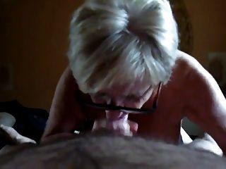 الجدة مع كبير الثدي مص وظيفة اليد.