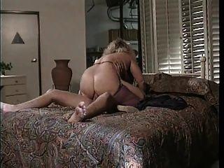 يقول يو ماما يمارس الجنس معي في الحمار