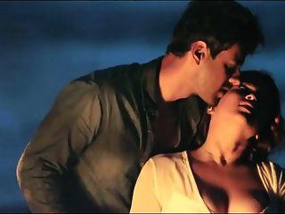 ديسي الهندي الممثلة mannara شوبرا عارية scandel الجنس