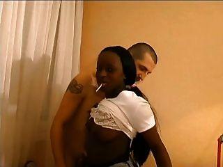 الفرنسية فتاة سوداء اللواط من قبل المعلم