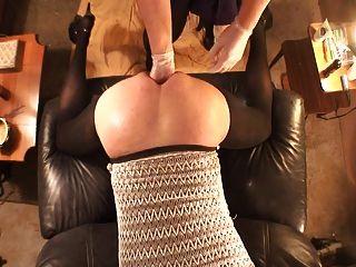 القبضة والحمار مارس الجنس مع قضيب جلدي كبير مع هبوط شفط