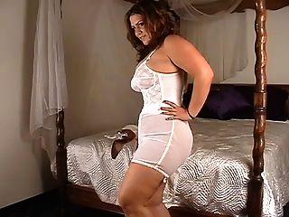 امرأة السمين عرض الملابس الداخلية