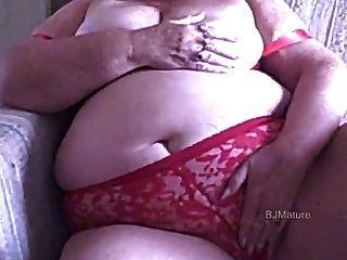 BBW الجدة في حمالة الصدر أحمر وسراويل استمنى لك