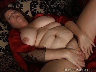 جميل بطن كبير والثدي ناضجة BBW الملاعين بوسها الرطب
