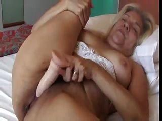 سيدة تبلغ من العمر شقراء مع الثدي لطيفة الملاعين الفيديو المطاط دسار